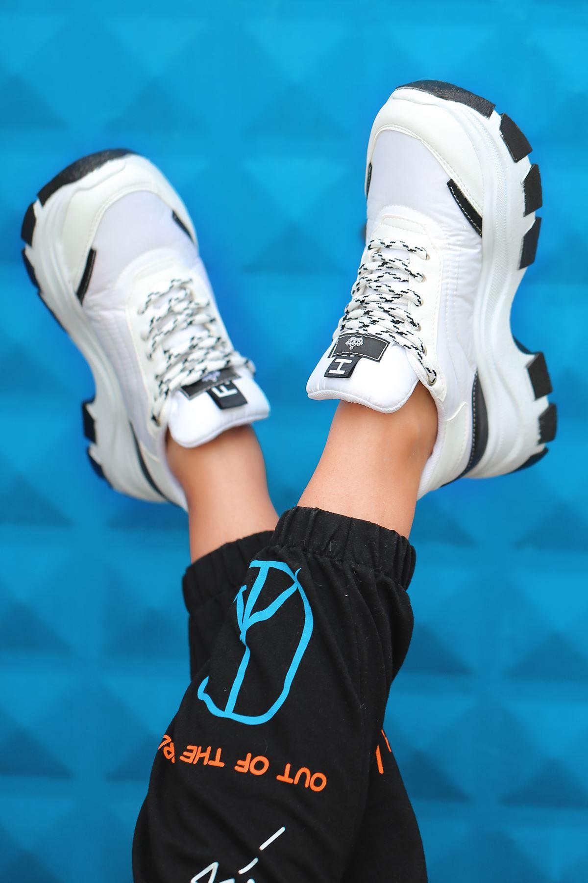 Aberto Bağcık Detaylı Siyah Parçalı  Beyaz Paraşüt Kadın Spor Ayakkabı