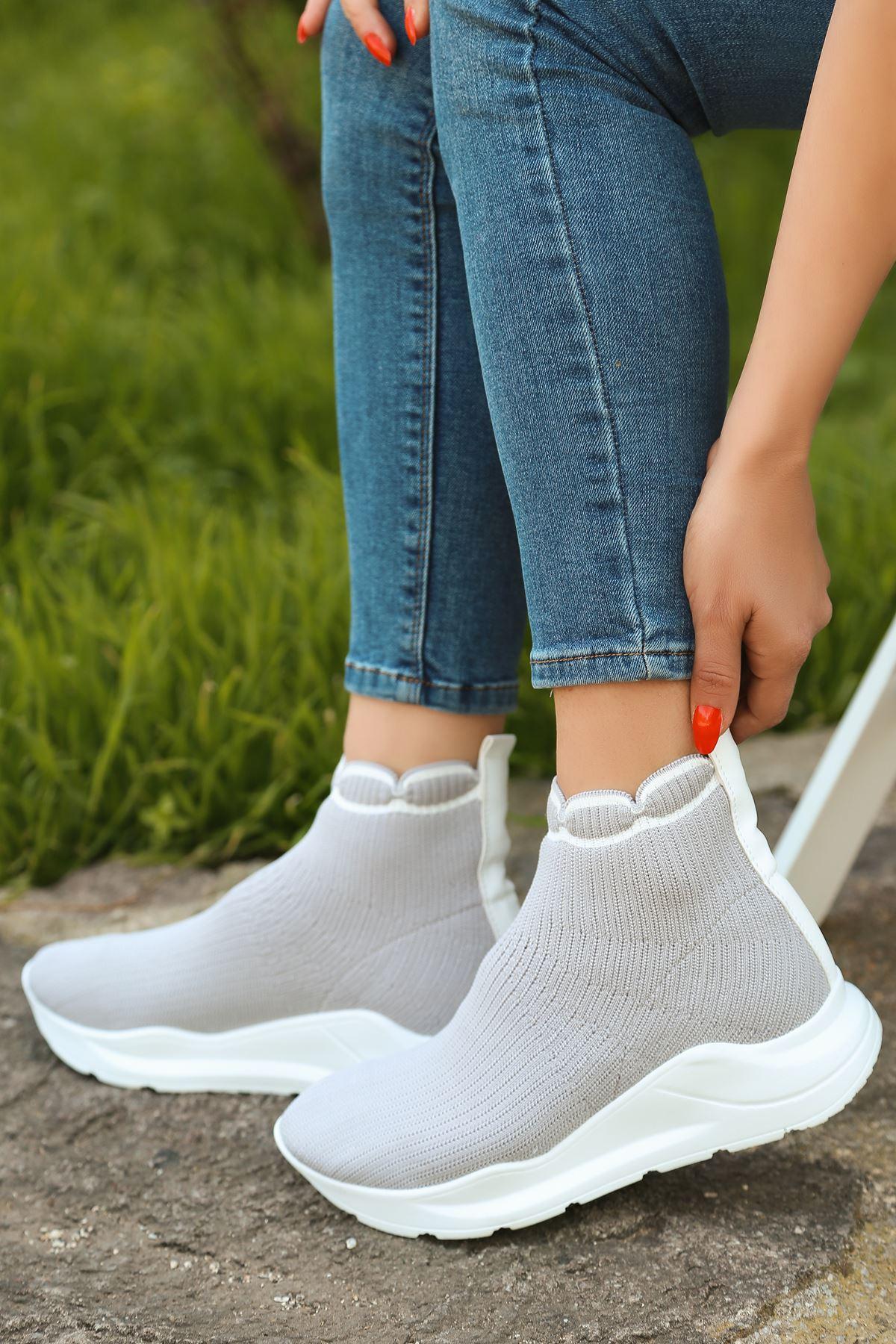 Genti Beyaz Şerit Detaylı Gri Kadın Triko Uzun Spor