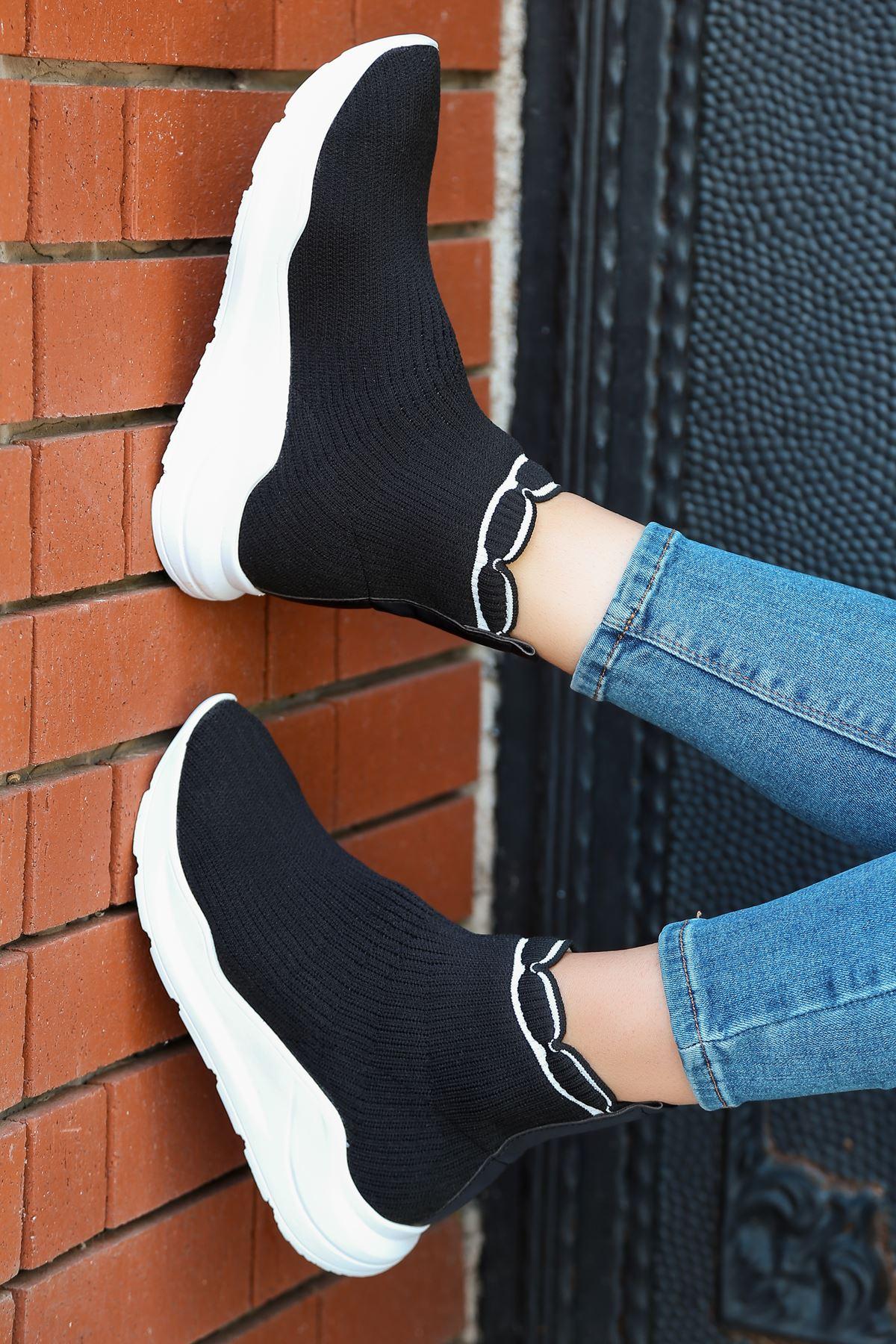 Genti Beyaz Şerit Detaylı Siyah Kadın Triko Uzun Spor