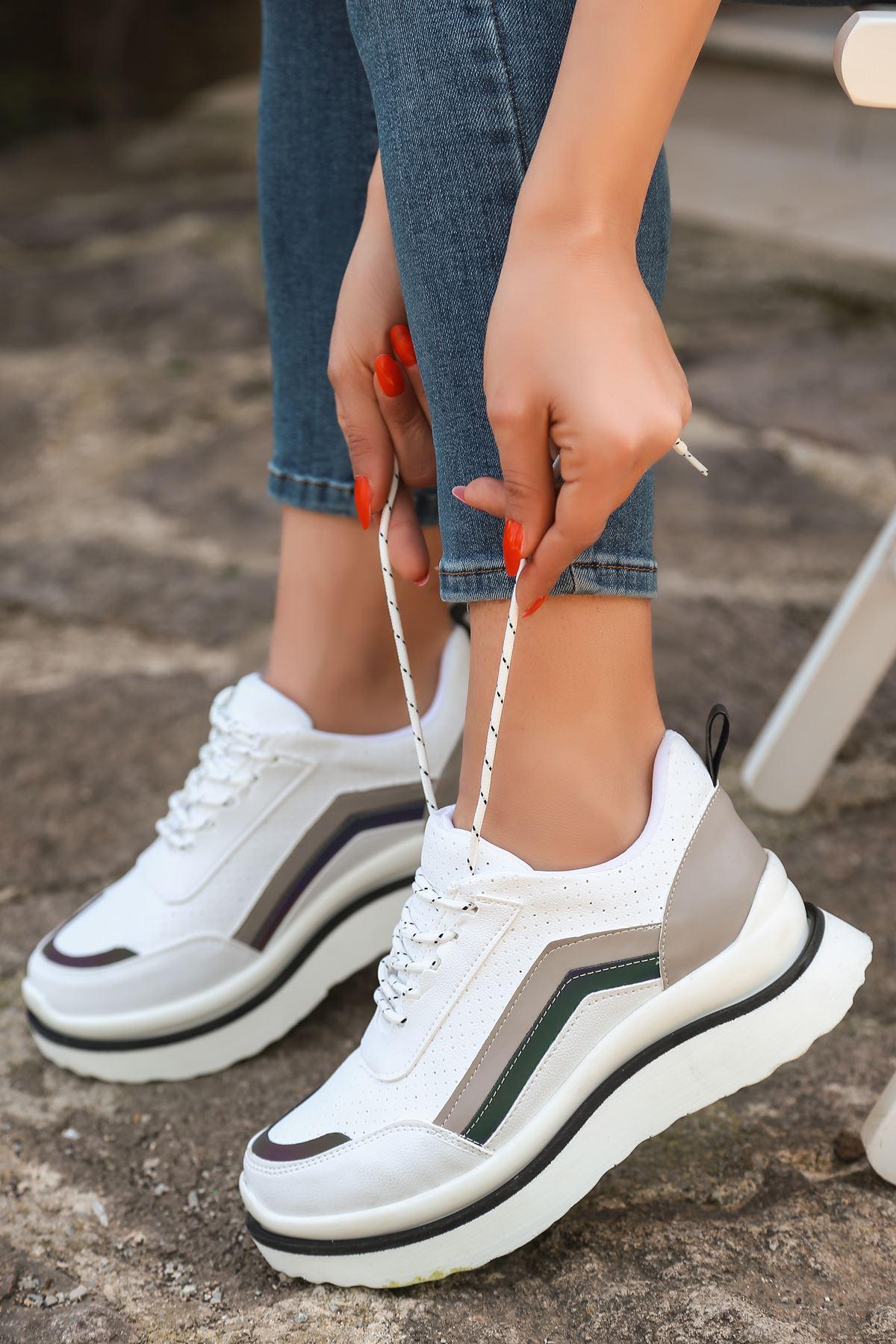 Kartel Bağcık Detaylı Delikli Hologramlı Gri Parçalı Kadın Spor Ayakkabı