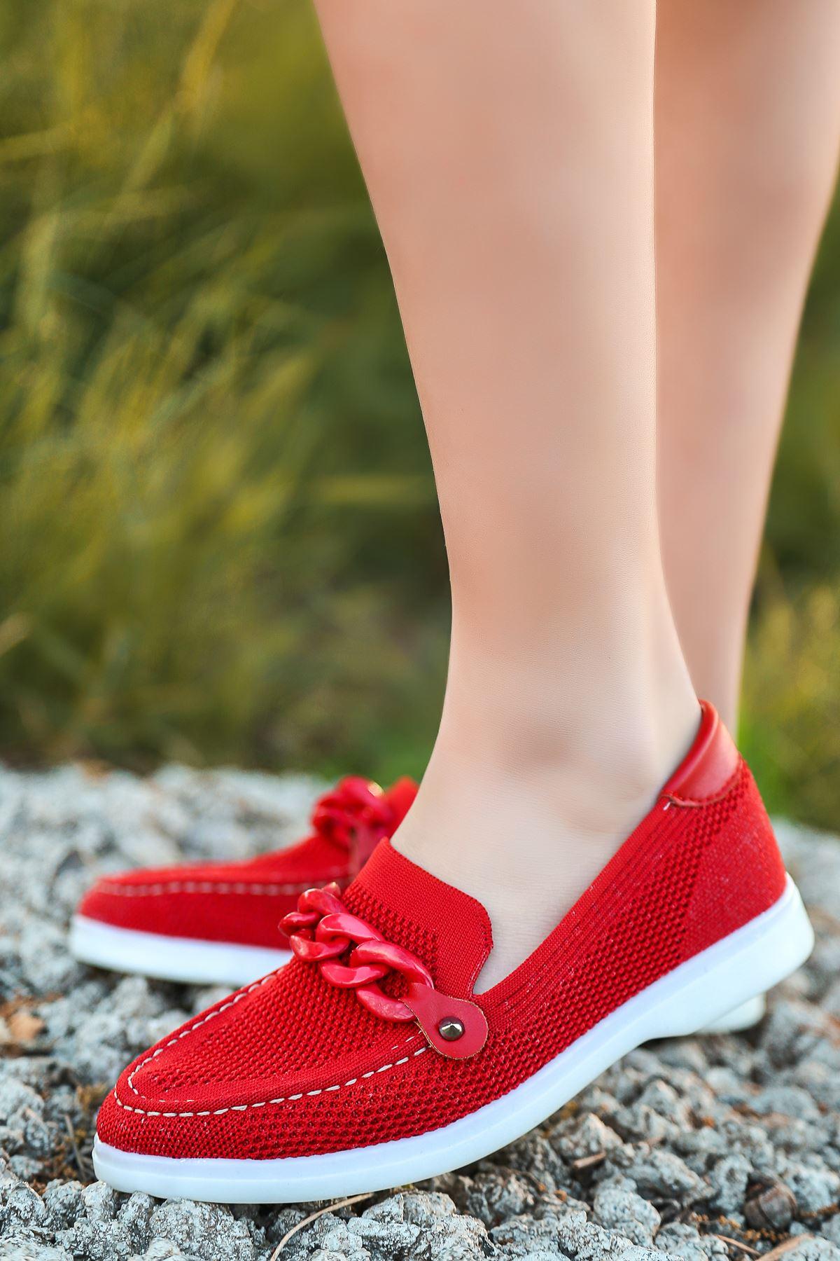Atelda Zincir Toka Detaylı Kırmızı Kadın Babet