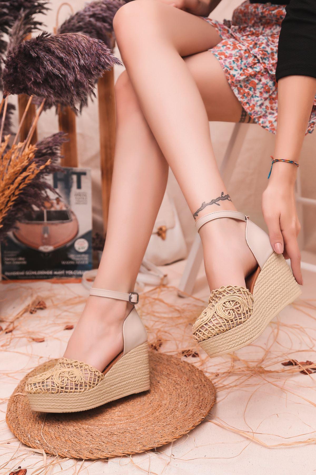 Royden Örgü Detaylı Dolgu Topuklu Krem Kadın Ayakkabı