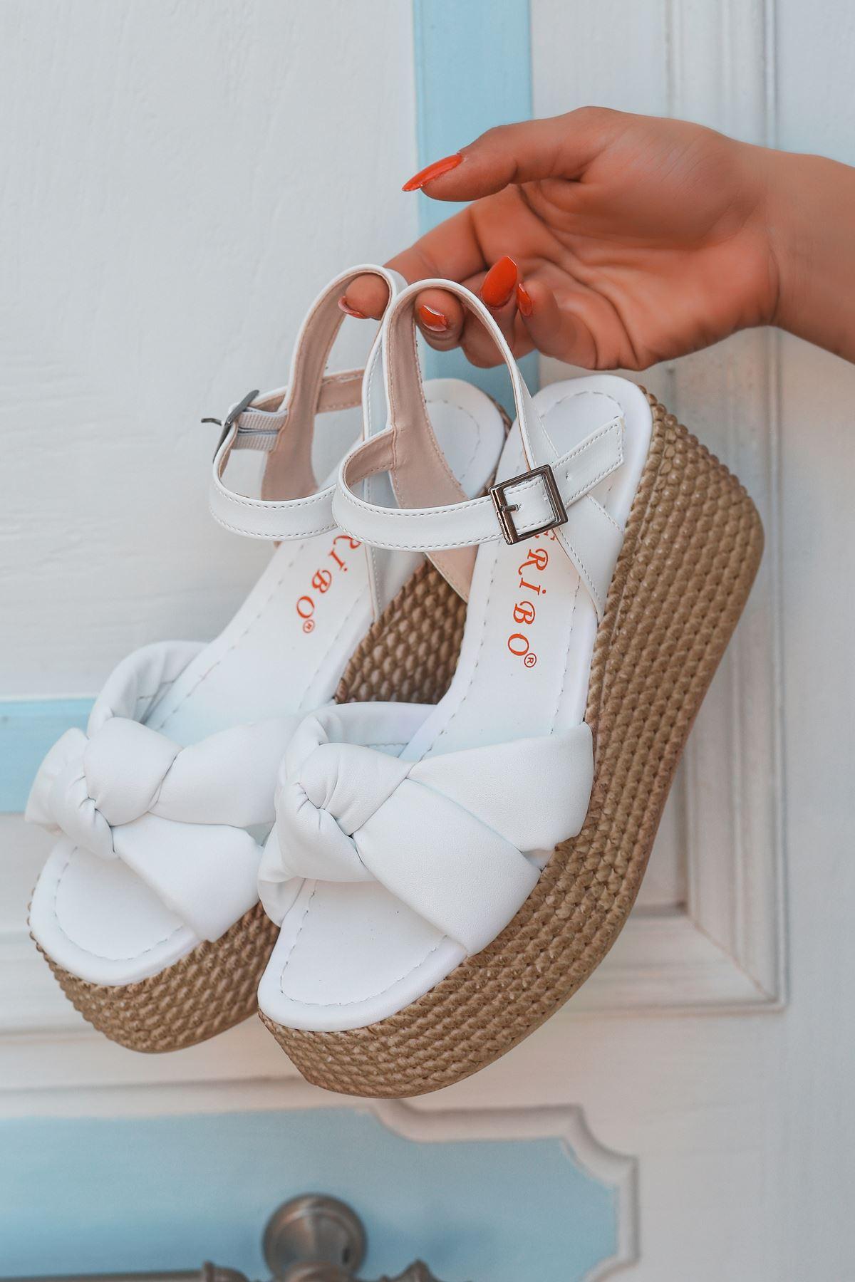 Perion Yüksek Taban Bağlama Detaylı Beyaz Kadın Sandalet