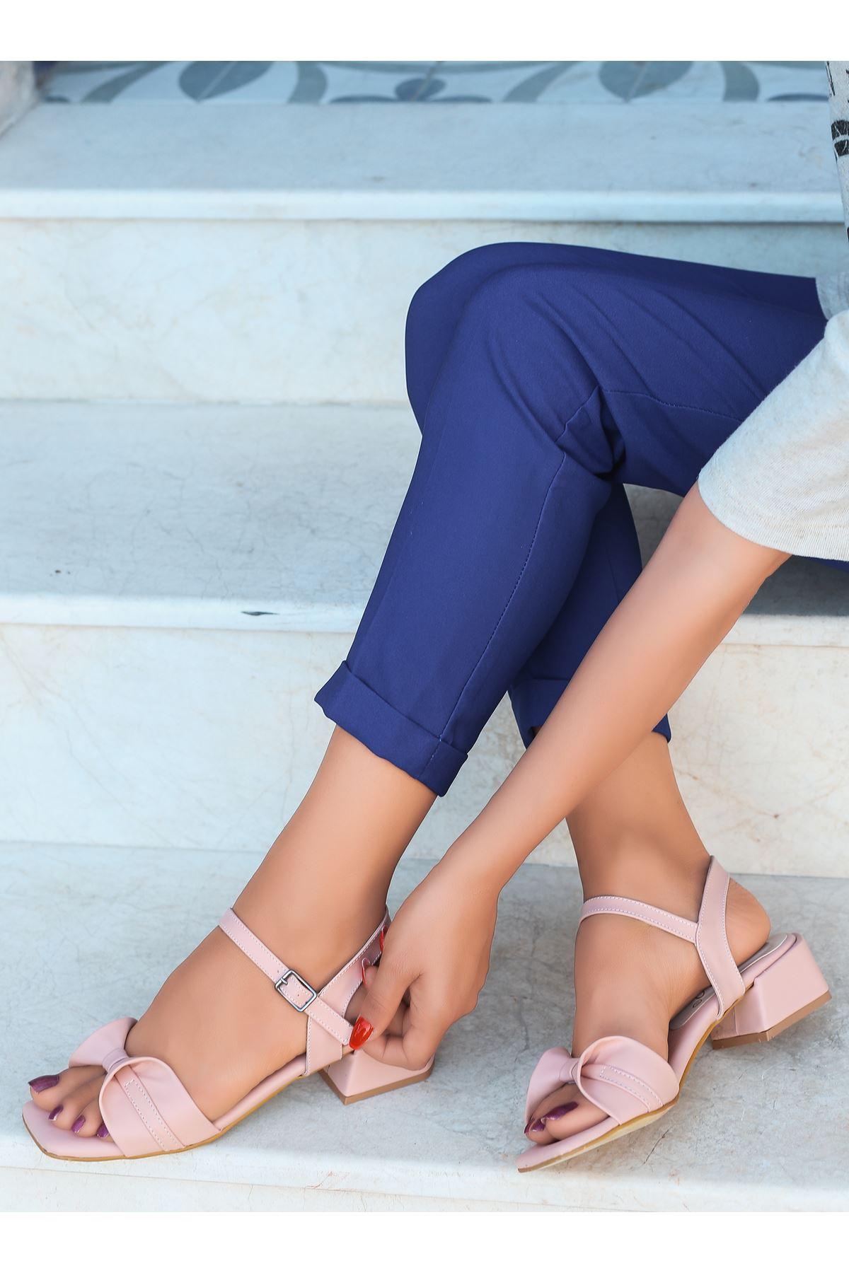 Minna Fiyonk Detaylı Pudra Kadın Topuklu Sandalet