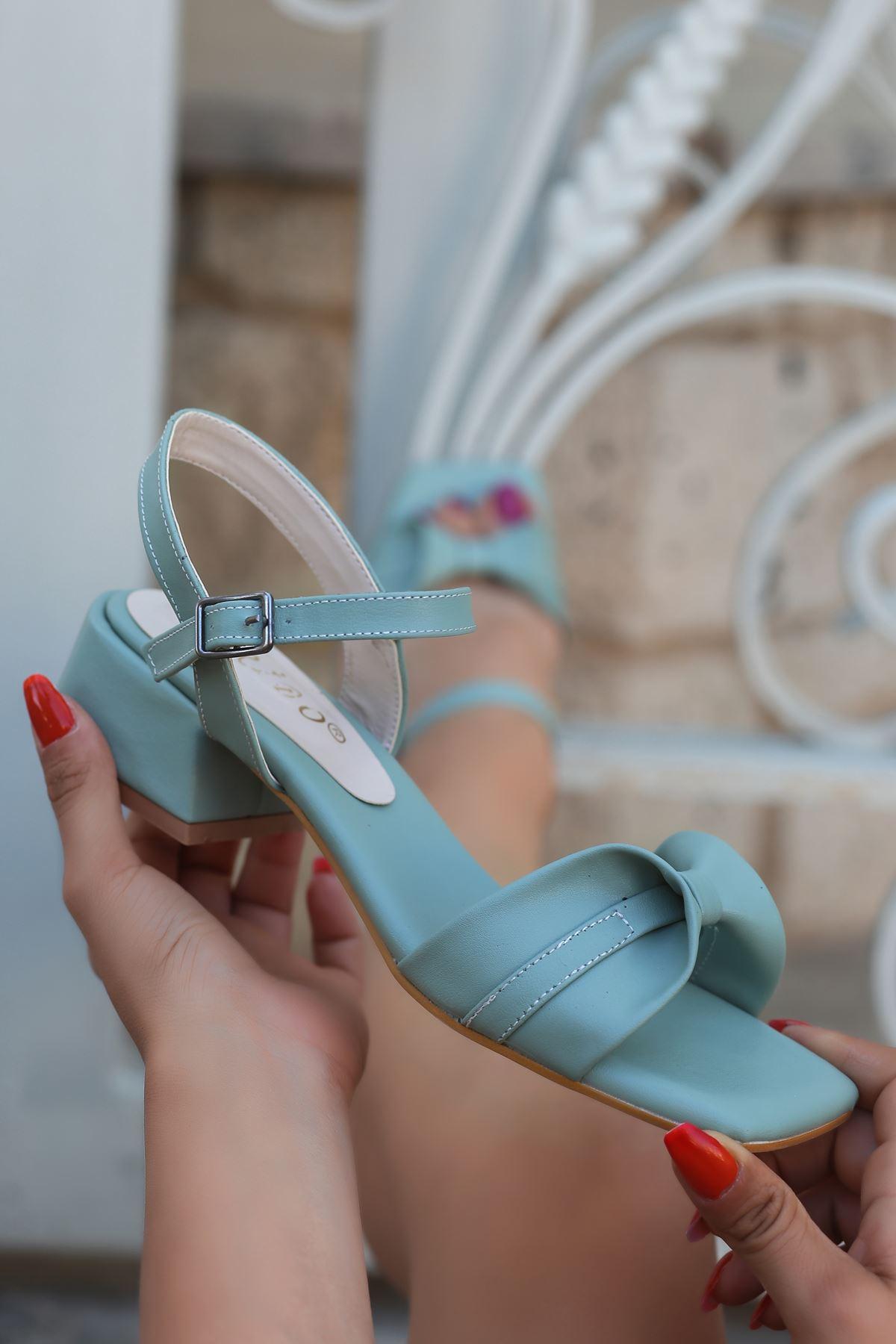 Minna Fiyonk Detaylı Yeşil Kadın Topuklu Sandalet