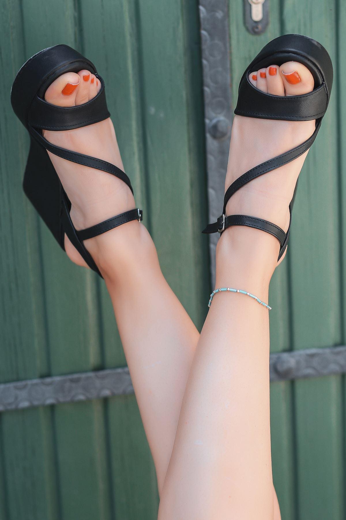 İrna İnce Bant Siyah Kadın Dolgu Topuklu Ayakkabı