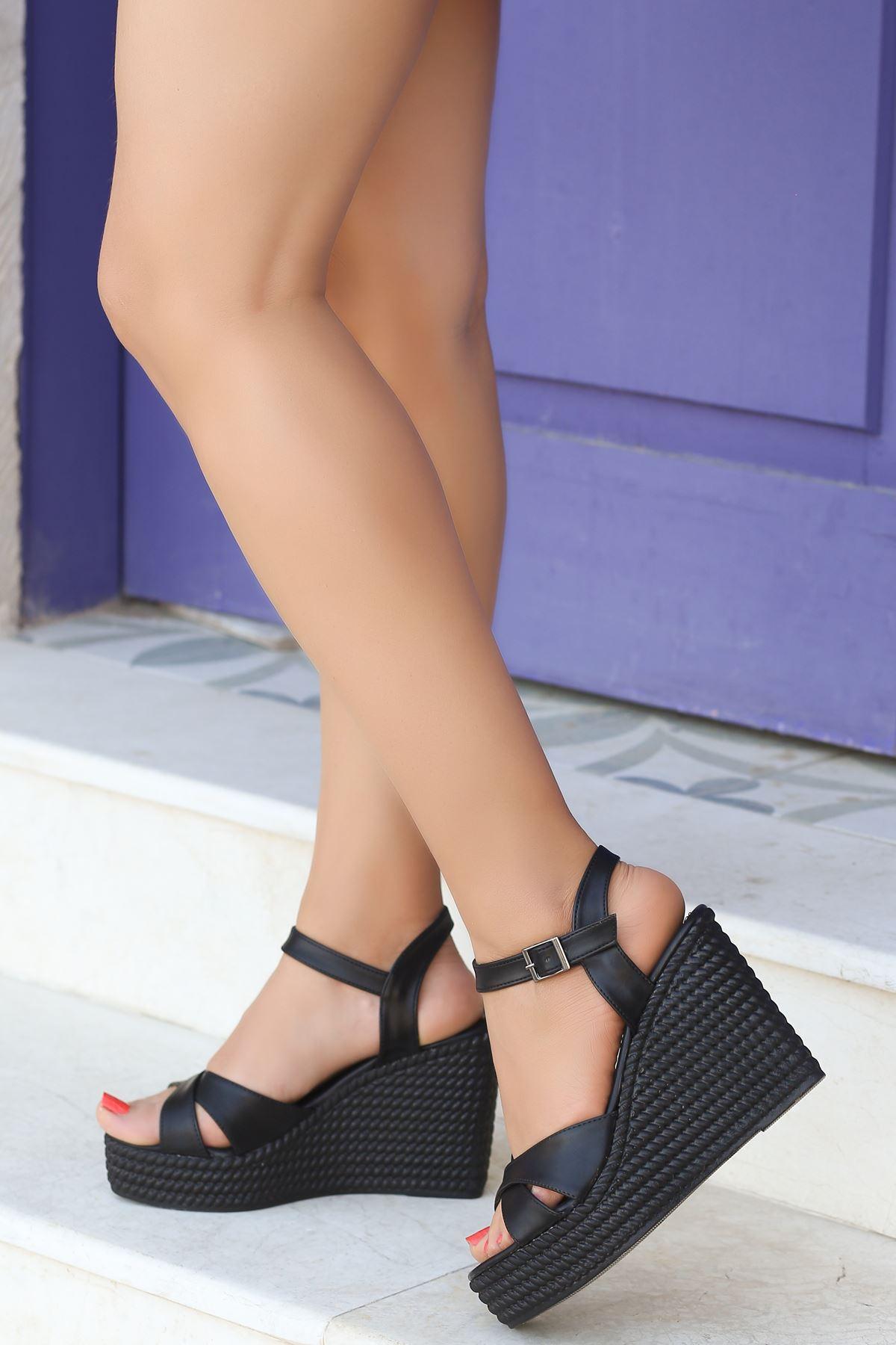 Ragos Siyah Dolgu Topuk Kadın Ayakkabı