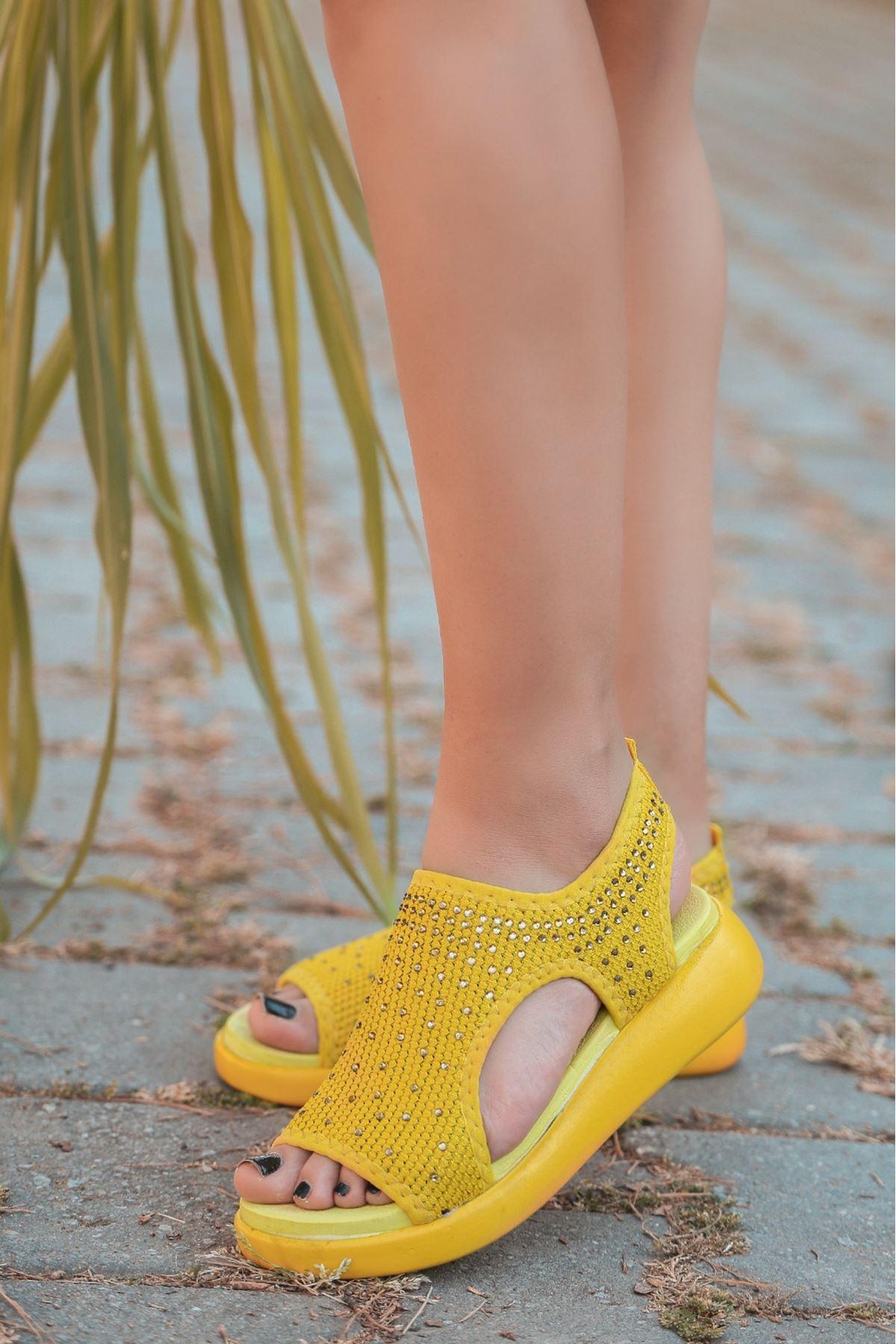 Merne Taş Detaylı Triko Sarı Kadın Sandalet