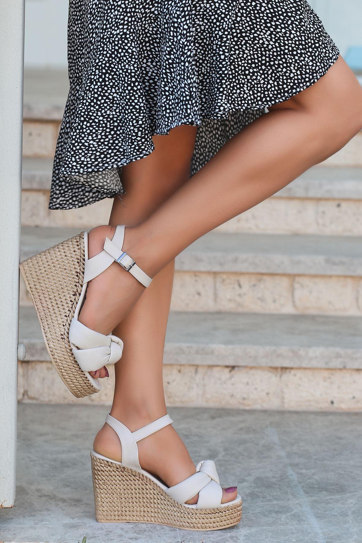 Karmen Bağlama Detaylı Krem Dolgu Topuk Kadın Ayakkabı