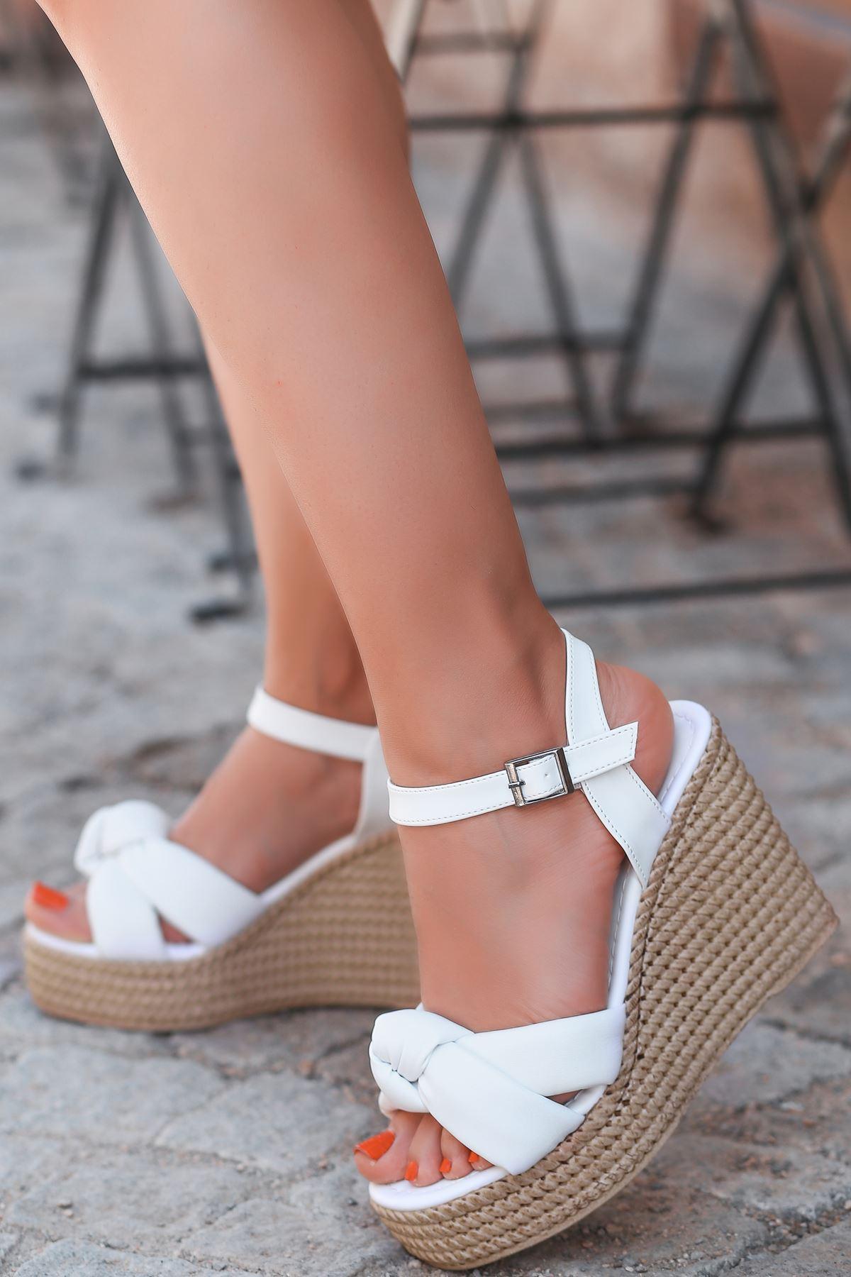 Karmen Bağlama Detaylı Beyaz Dolgu Topuk Kadın Ayakkabı